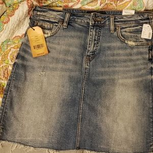 Silver Jeans co francy denim skirt size 2 fits 4-6
